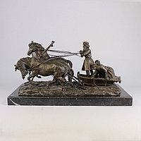 Солдаты на русской тройке. По модели известного скульптора Е. И. Напс (1848-1886)