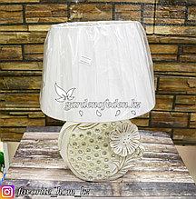 Светильник настольный с декором. Материал: Керамика/Пластик. Цвет: Белый.