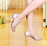 Туфли для бальных танцев (взрослые) с креплением ремешка на подошве. Цвет: серебро