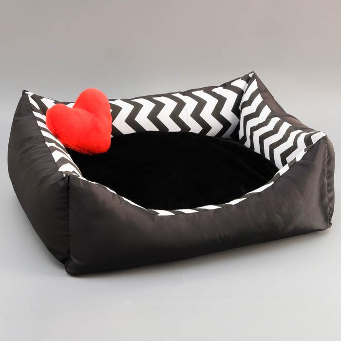 Лежанка с подушкой для кошек и собак