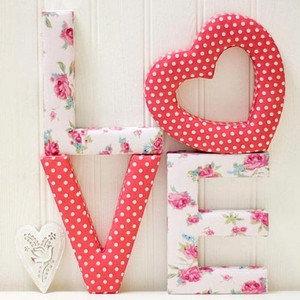 объемные буквы и свадебные декорации