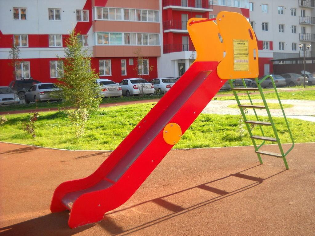 Горка детская, металлическая красная, желтая