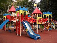 Детская площадка, качели, скалодром, горка, домики с крышей