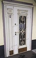 Входная дверь с ковкой и стеклом двухстворчатая