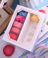 Кондитерская коробка с фигурным окном и делениями