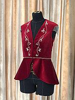 Камзол женский велюровый с узором с баской красный