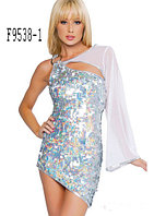 Серебристое паеточное платье с шифоновым рукавом