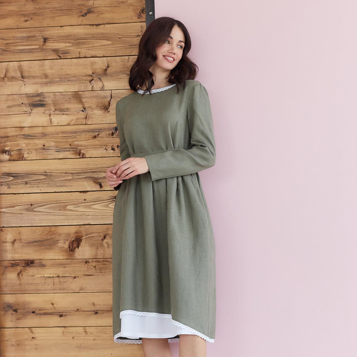 Платье женское льняное с хлопковым кружевом оливкового цвета - фото 1