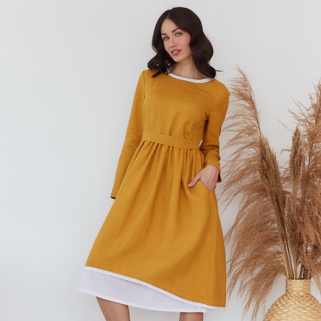 Платье женское льняное с хлопковым кружевом горчичного цвета - фото 1