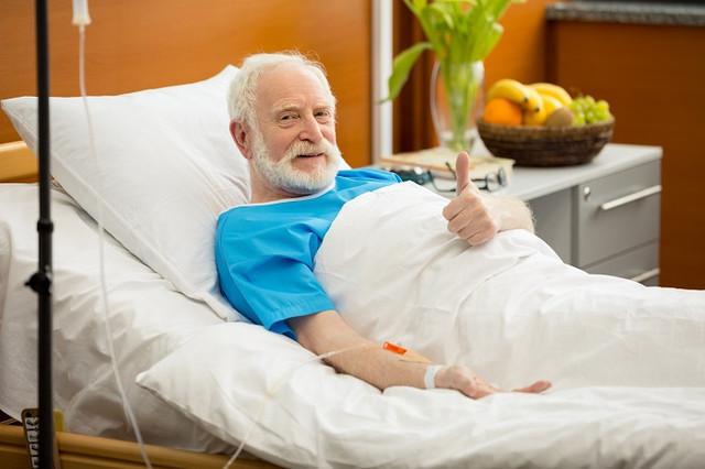 Больничная кровать для палаты