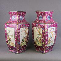 Бордовые вазы с бабочками.