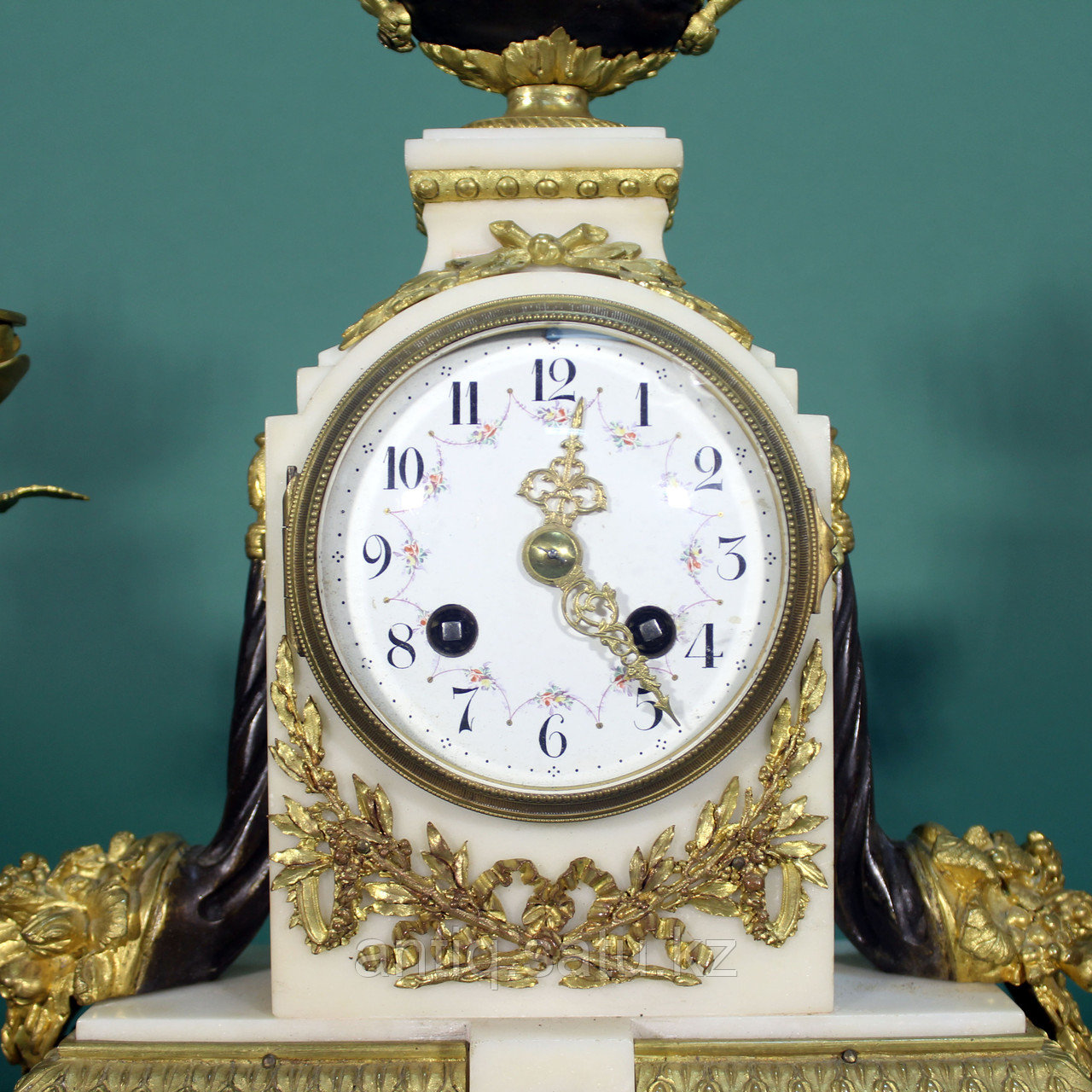 Часовой гарнитур в стиле Людовика XVI Франция. II половина XIX века - фото 3