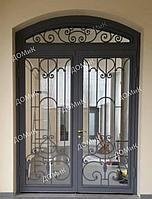 Дверь входная с решеткой и стеклом