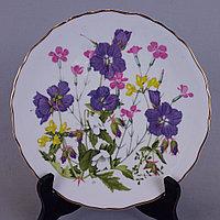 Коллекционные настенные тарелки из серии « Britains Wild Flowers» Мануфактура Royal Albert