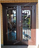 Дверь входная со стеклом и ковкой