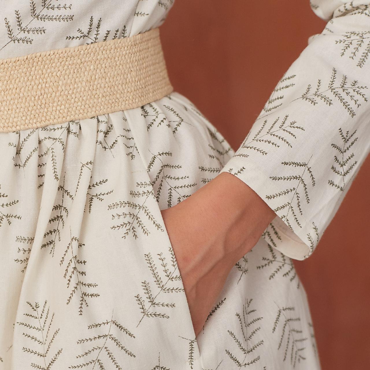 Платье женское на пуговицах молочного цвета с растительным принтом - фото 4