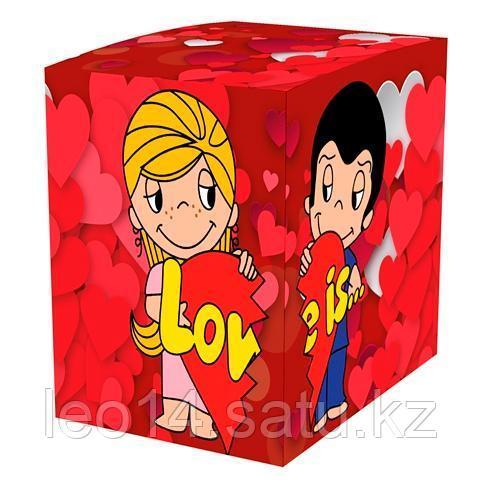 """Подарочная коробка для кружки """"Love is"""" (100х100х105мм)"""