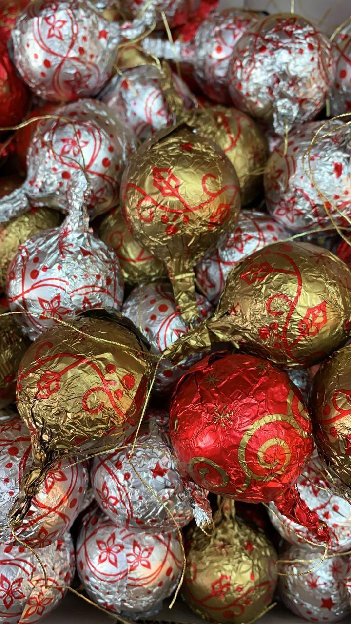 Шоколадные новогодние игрушки на Ёлку (Шарики с узорами) 1кг
