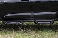 Молдинги на двери Toyota Hilux Revo (шагрень)