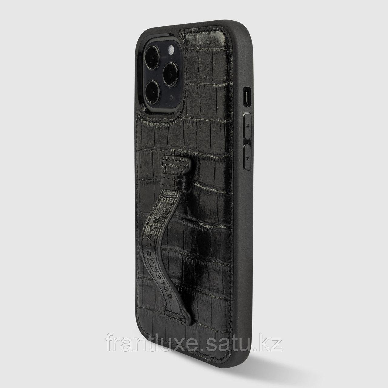 Чехол для телефона iPhone 12 Pro Max с ремешком-держателем Croco чёрный - фото 1