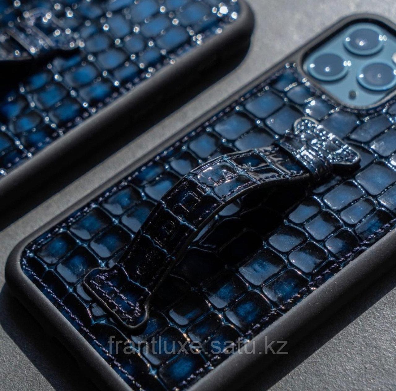 Чехол для телефона iPhone 12 Pro Max с ремешком-держателем синий - фото 7