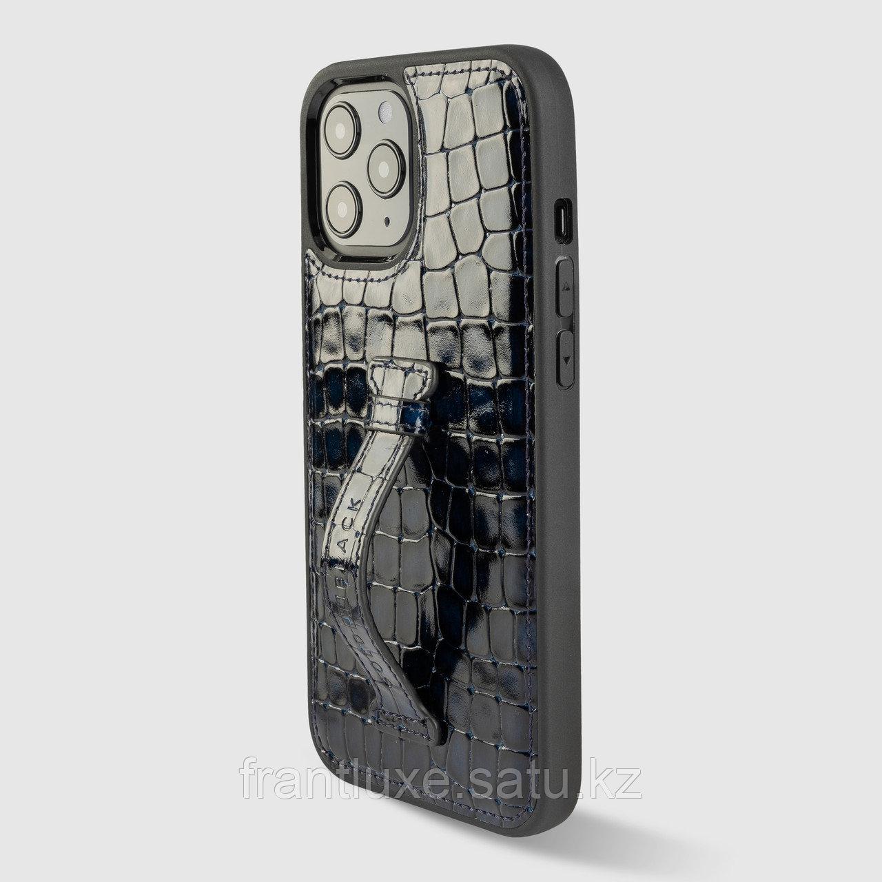 Чехол для телефона iPhone 12 Pro Max с ремешком-держателем синий - фото 1