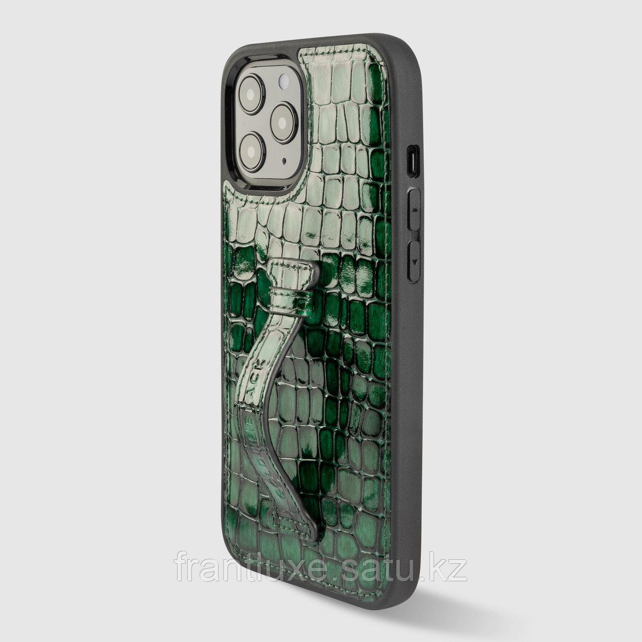 Чехол для телефона iPhone 12 Pro Max с ремешком-держателем зелёный - фото 1