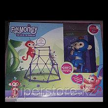 """Интерактивная игрушка """"Обезьянка""""  с детской игровой площадкой и с зарядкой от сети."""