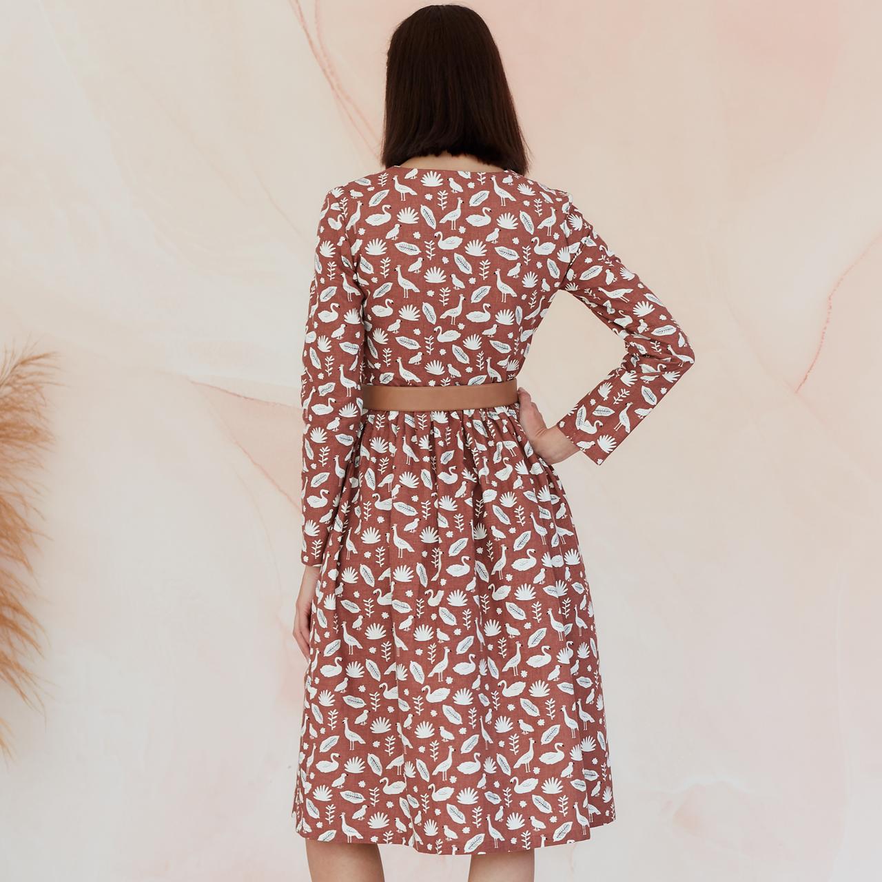 Платье женское на пуговицах молочного цвета, анималистический принт - фото 2