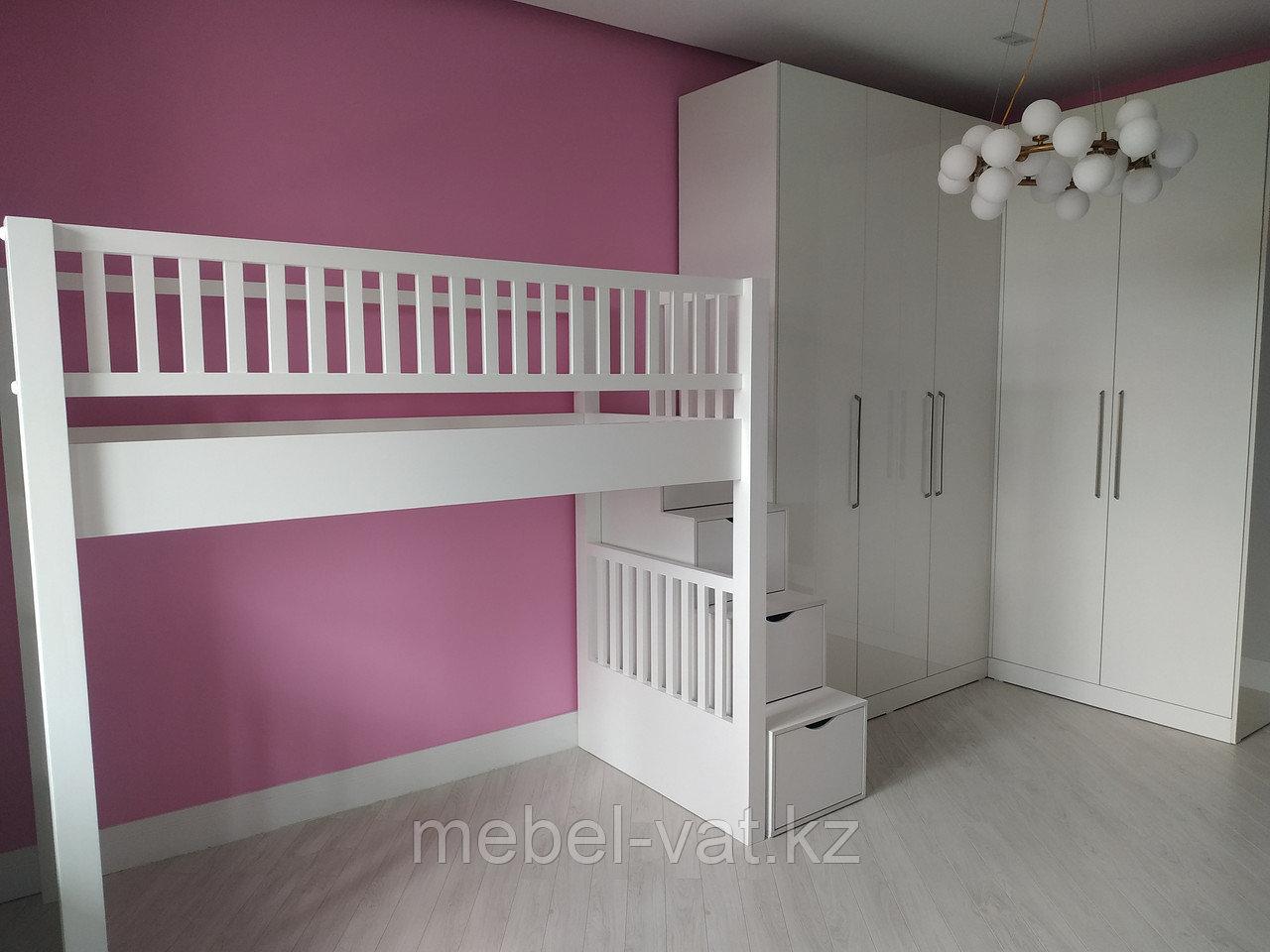 Кровать и шкаф в детскую