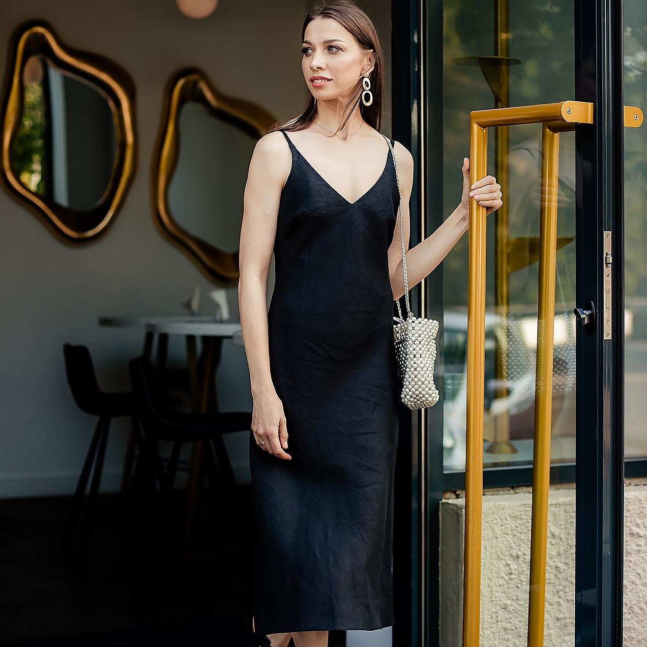 Льняное черное платье-комбинация - фото 1