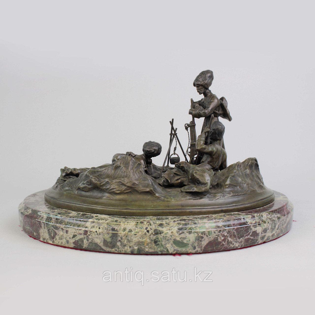 Черкес, заметивший врага. По модели российского скульптора В.Я. Грачева - фото 1