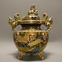 Парадная ваза в стиле Сацума. Япония. Начало ХХ века. Фаянс, ручная роспись эмалями, позолота.