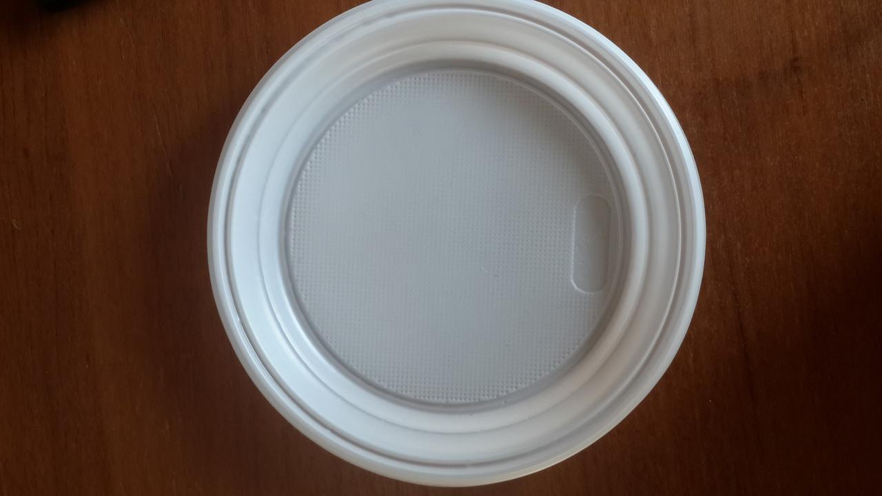 Тарелка пластиковая, 17 см в диаметре