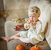 Льняное детское свободное платье в цвете экрю