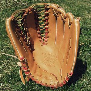 перчатки для крикета и бейсбола
