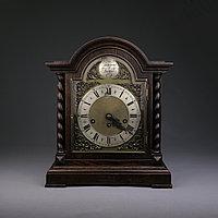 Настольные голландские часы с лунным календарем. Часовая мастерская Junghans.