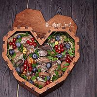 Подарочная коробка сердце с сухофруктами в шоколаде