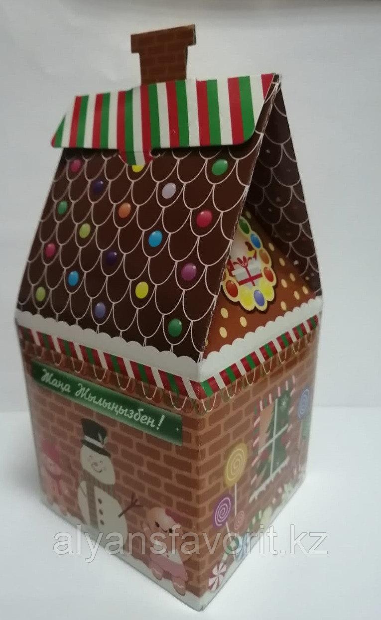 Коробка для новогодних подарков. Сундучок Избушка Деда Мороза