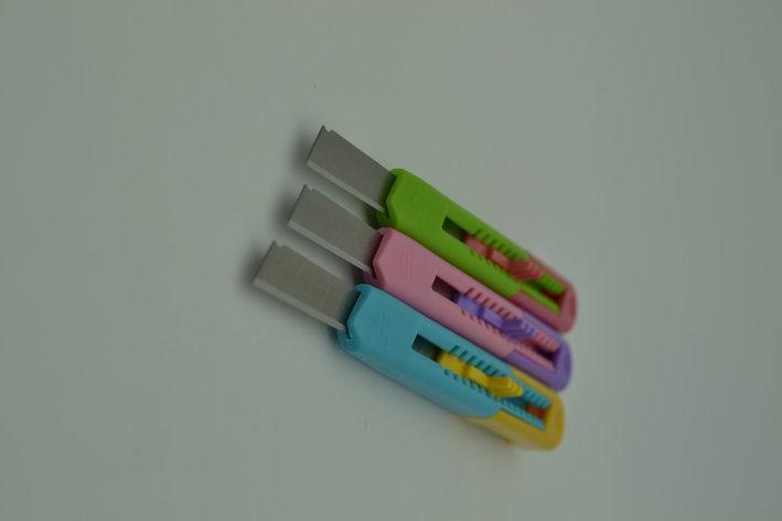 Нож канцелярский разноцветный маленький, фото 2