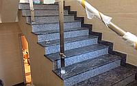 Каменная лестница из мрамора, гранита. Ступени, балясины