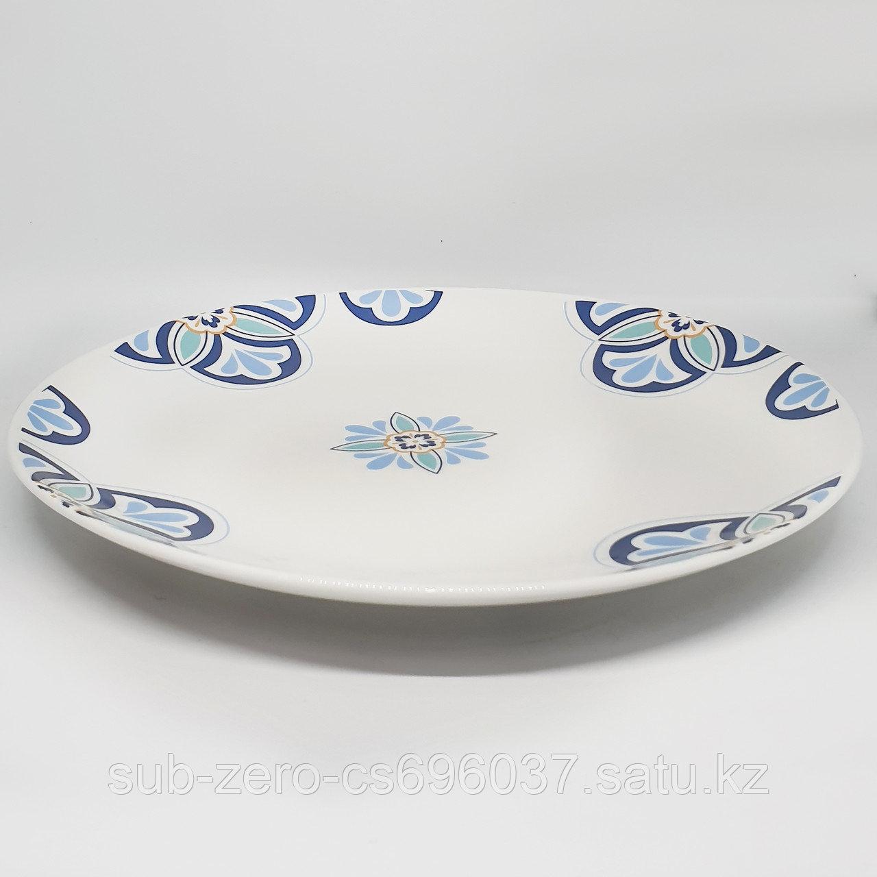 Тарелка белая с цветочным декором