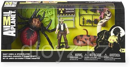 Animal Planet Игровой набор с гигантскими пауком и змеёй