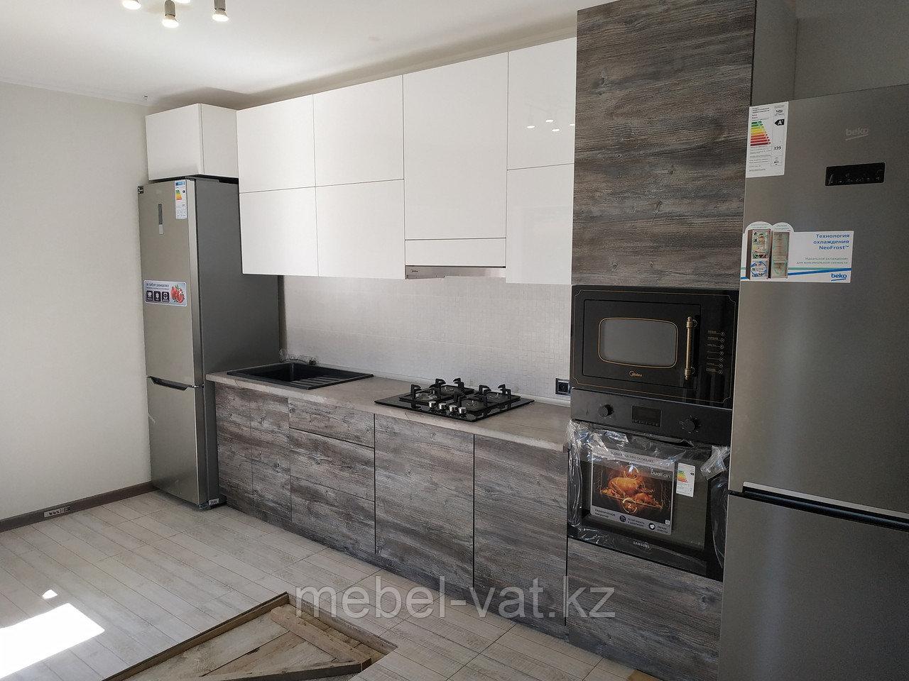 Кухонный гарнитур в двух цветах