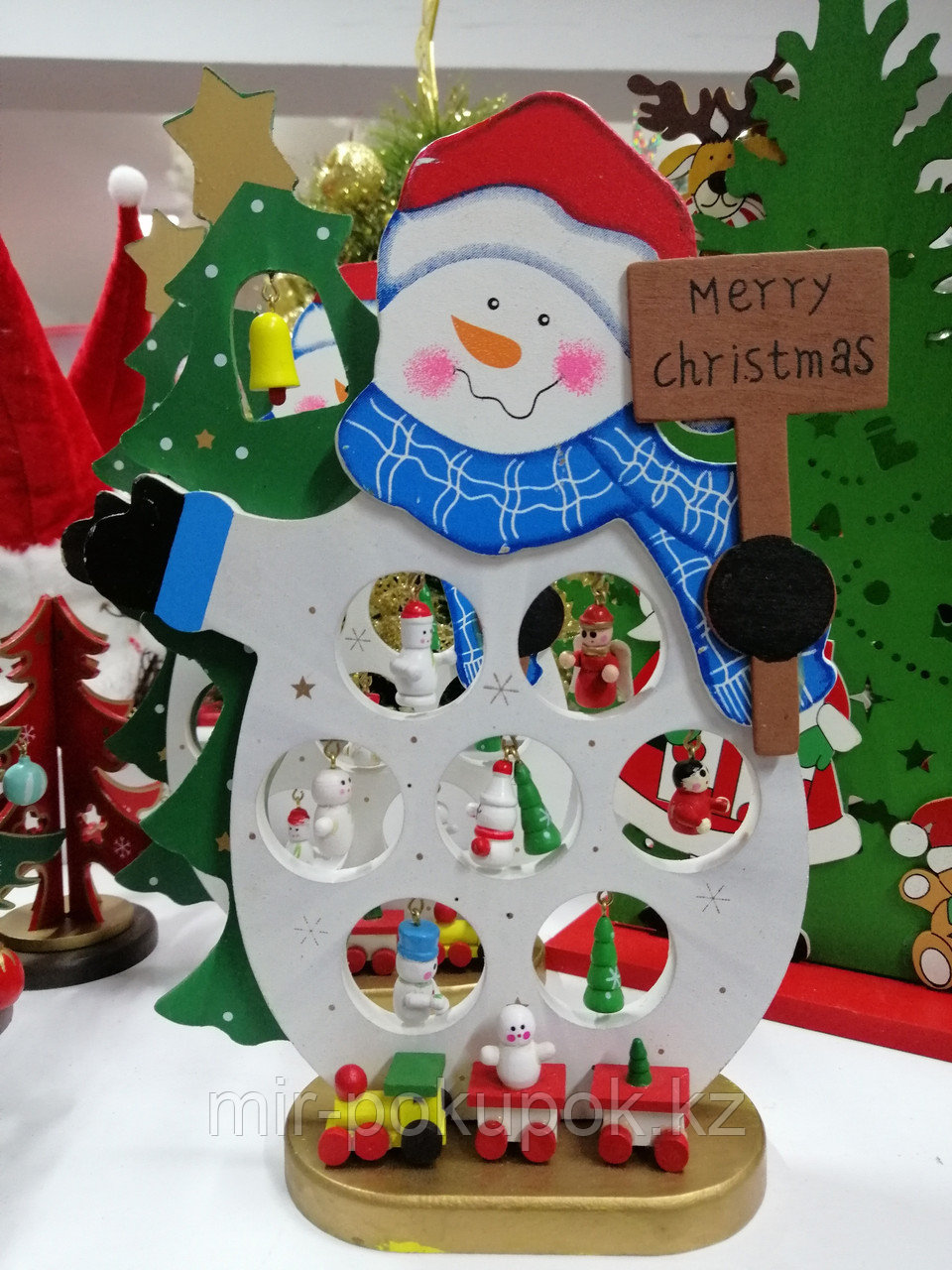 Снеговик с игрушками 25 см