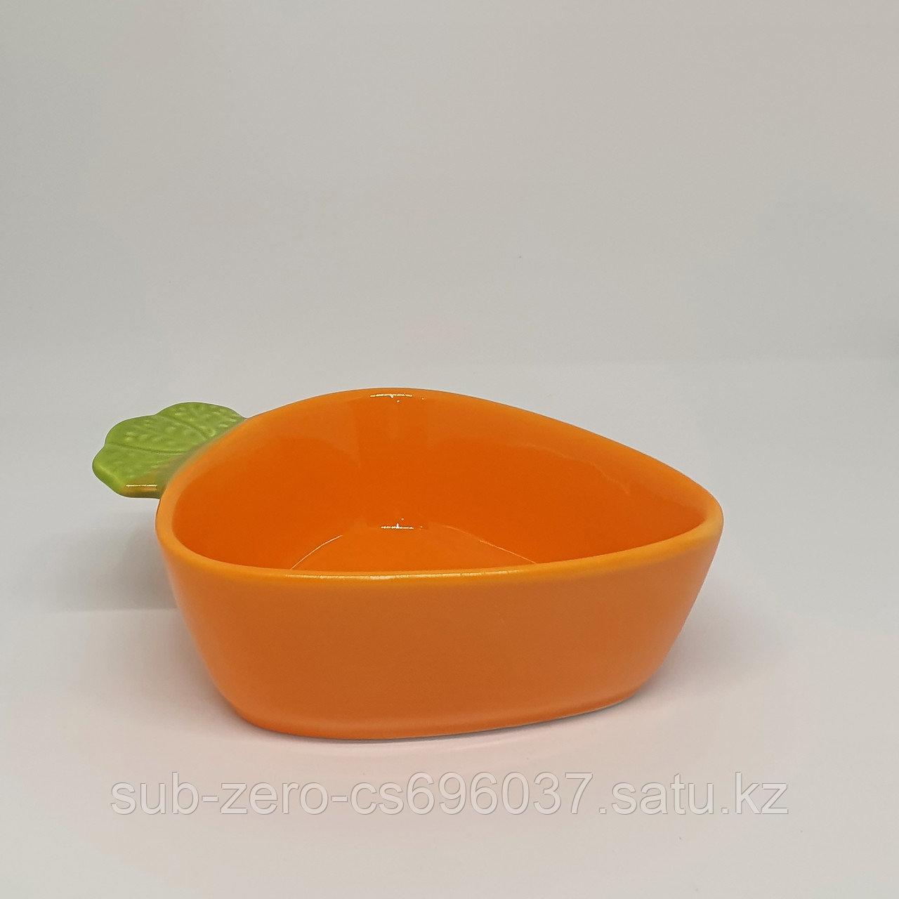 Тарелка в форме морковки малая