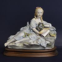 Девушка с цветочным венком. Фарфоровая мануфактура Capodimonte. Автор - Sartori