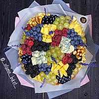 Ягодный букет «Савиньон» с сыром