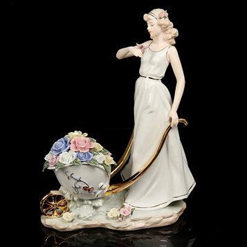 Сувенир керамика под фарфор девушка с тележкой цветов 35*27*15 см