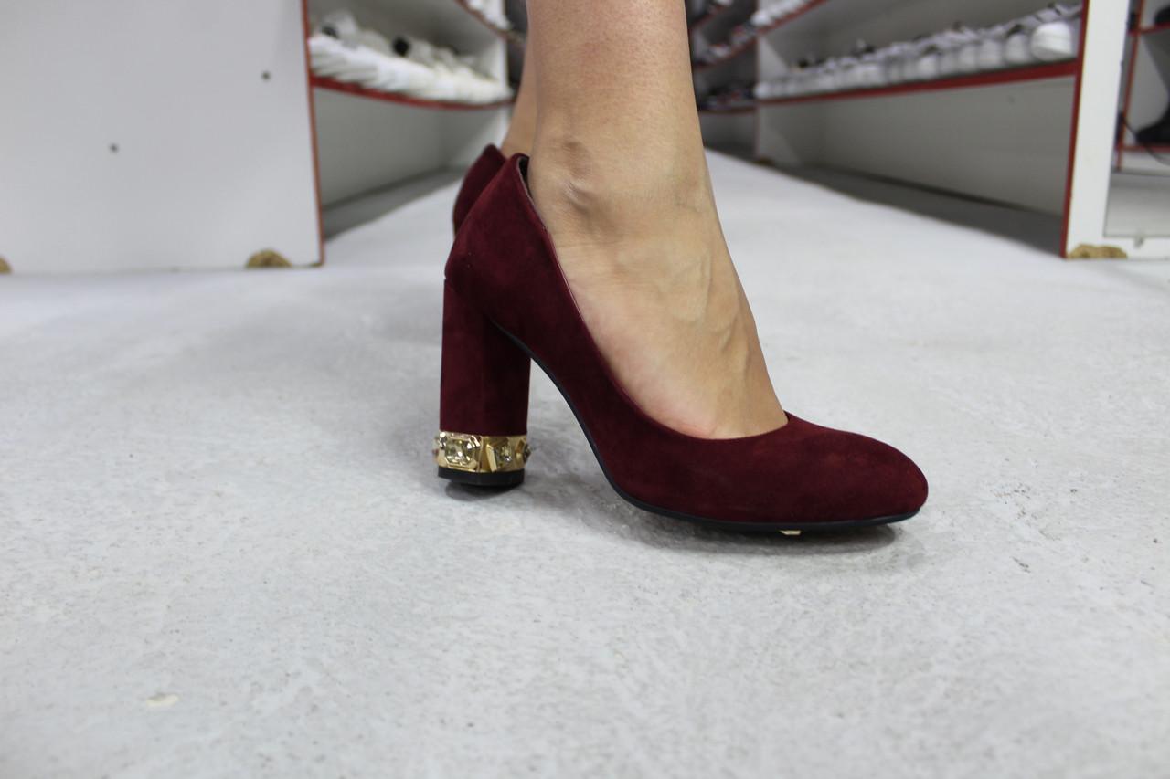 Туфли на каблуке со стразами